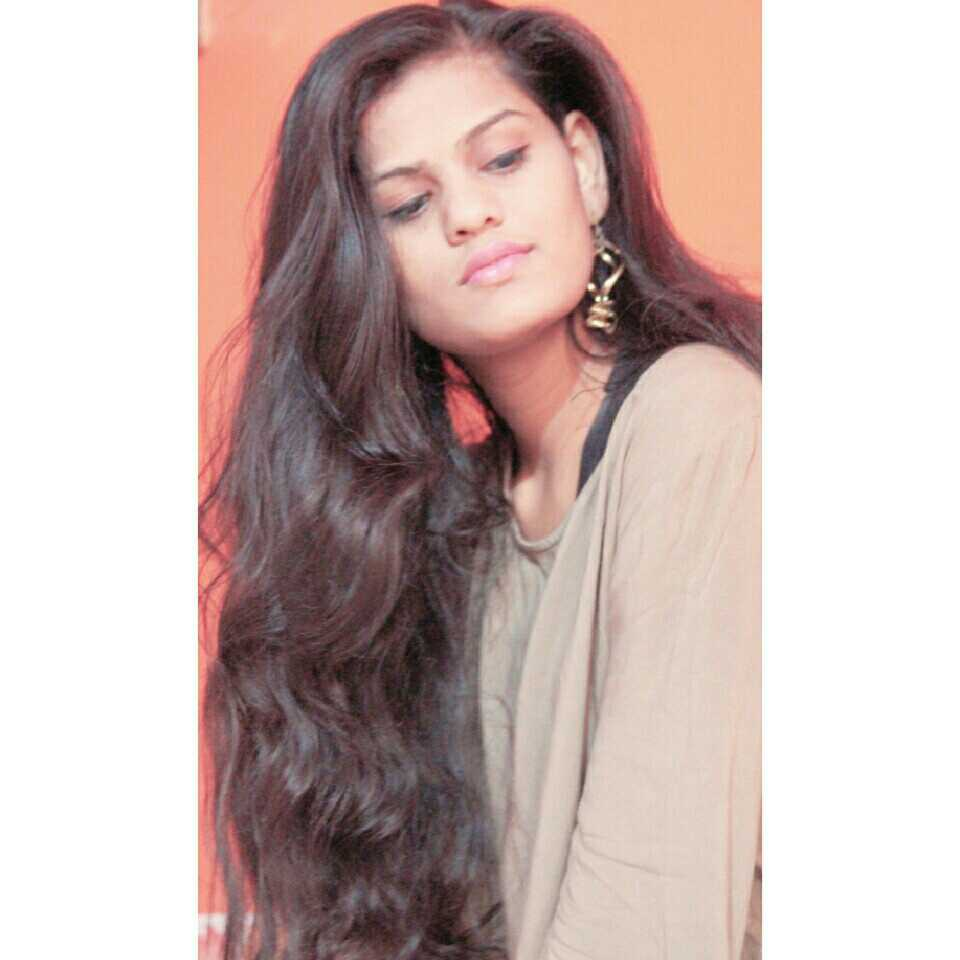 Priyanka Patil रूह हें मेरी शीशे जैसी...जिस्म पाणी जैसा  insta-(tinyme_tinyworld) Walking on sunshine...