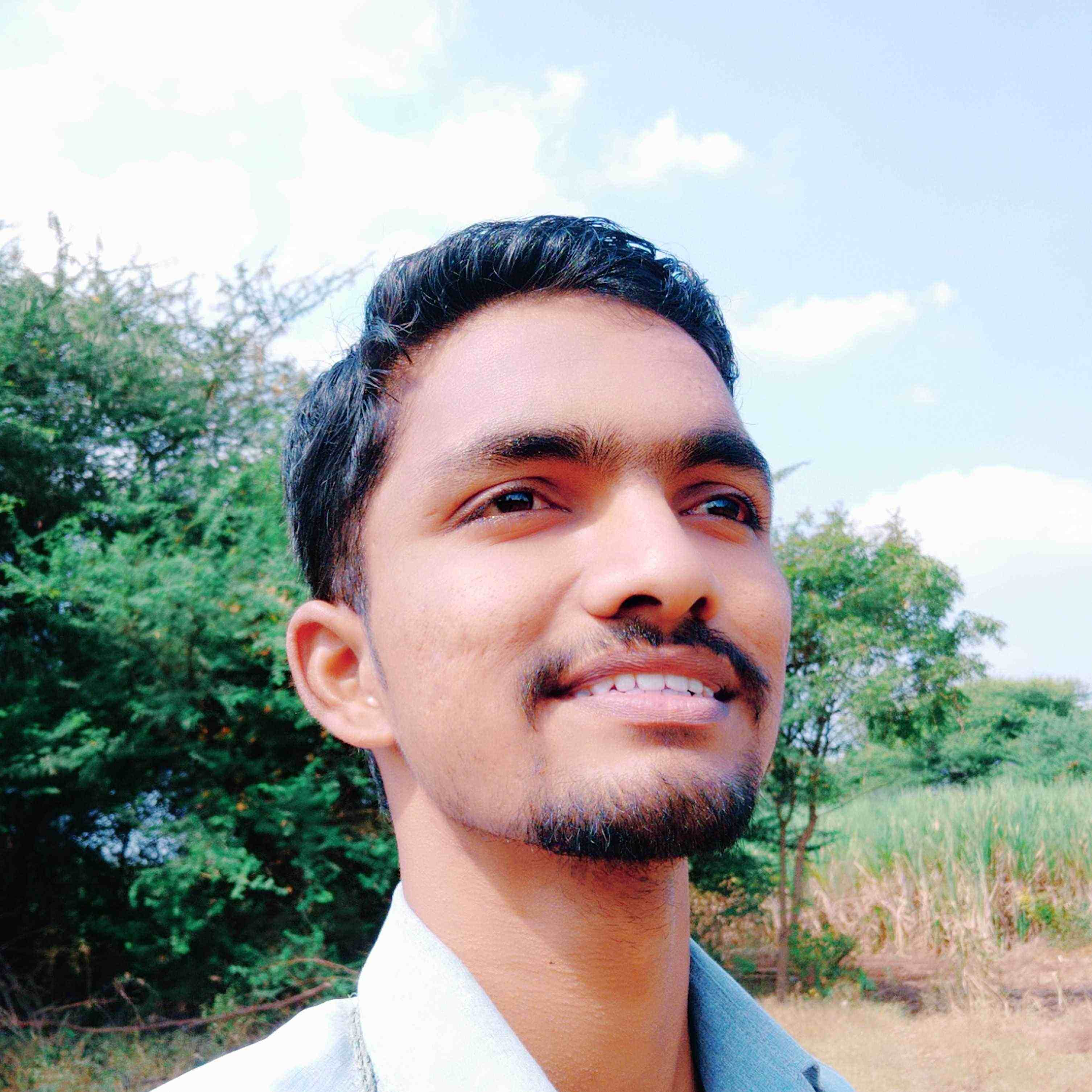 Sharad Padwal kya kahoon khud ke bare main..haan pr wo kehti thi tumsa kabhi nahi dekha..#Bass_Yunhi..