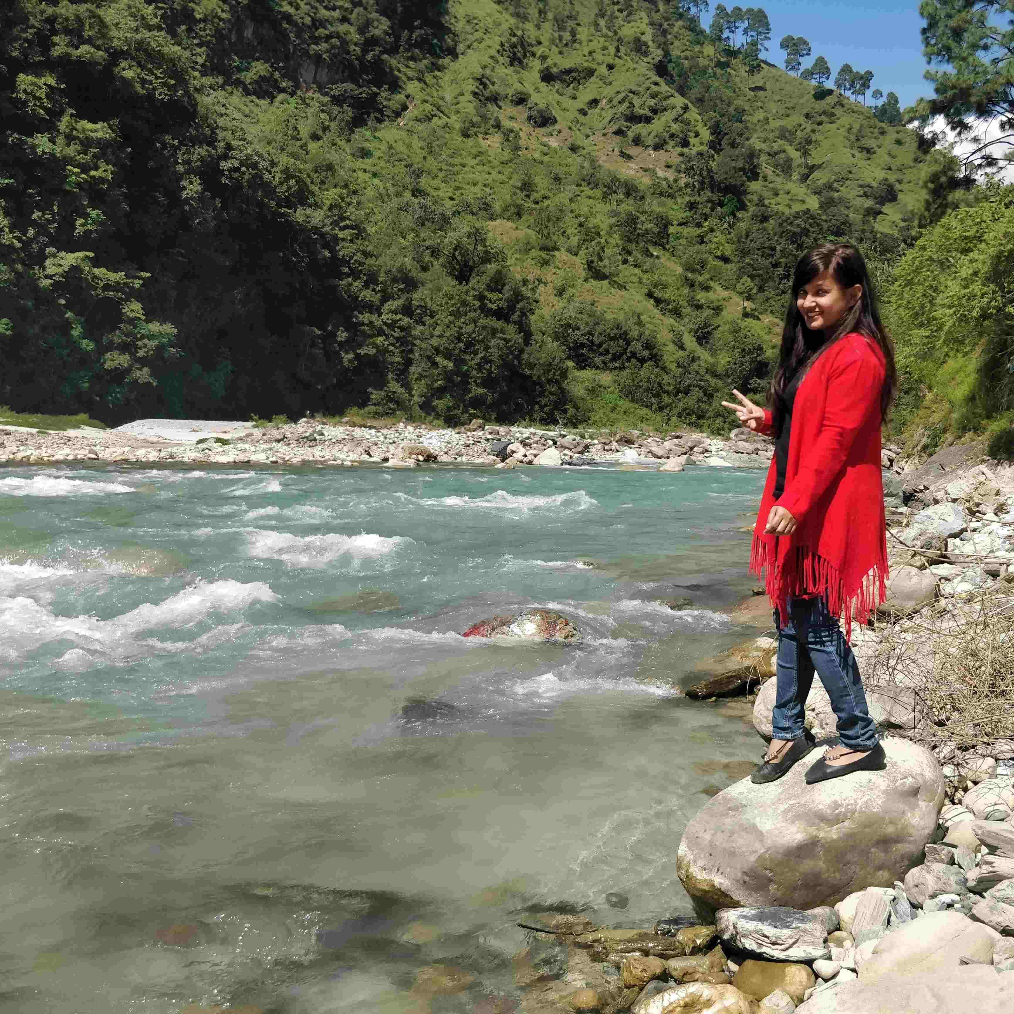 Shreeya Dhapola नज्मों से इश्क़ करती एक पहाड़ी लड़की 😍 If you are copying my content than Please give due credits