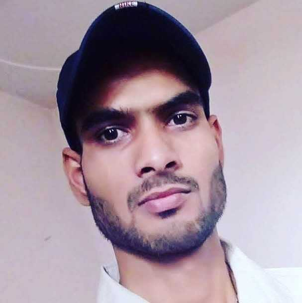 Abhinav Charag अपने  एहसास  को  अल्फ़ाज़  देता  हूँ, और  लोग  कहते  है  कि  मैं  शायर  हूँ,