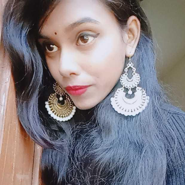 Kanishka Kanu passionate Dancer💃 poetry writer..and a kind person 👤..💞
