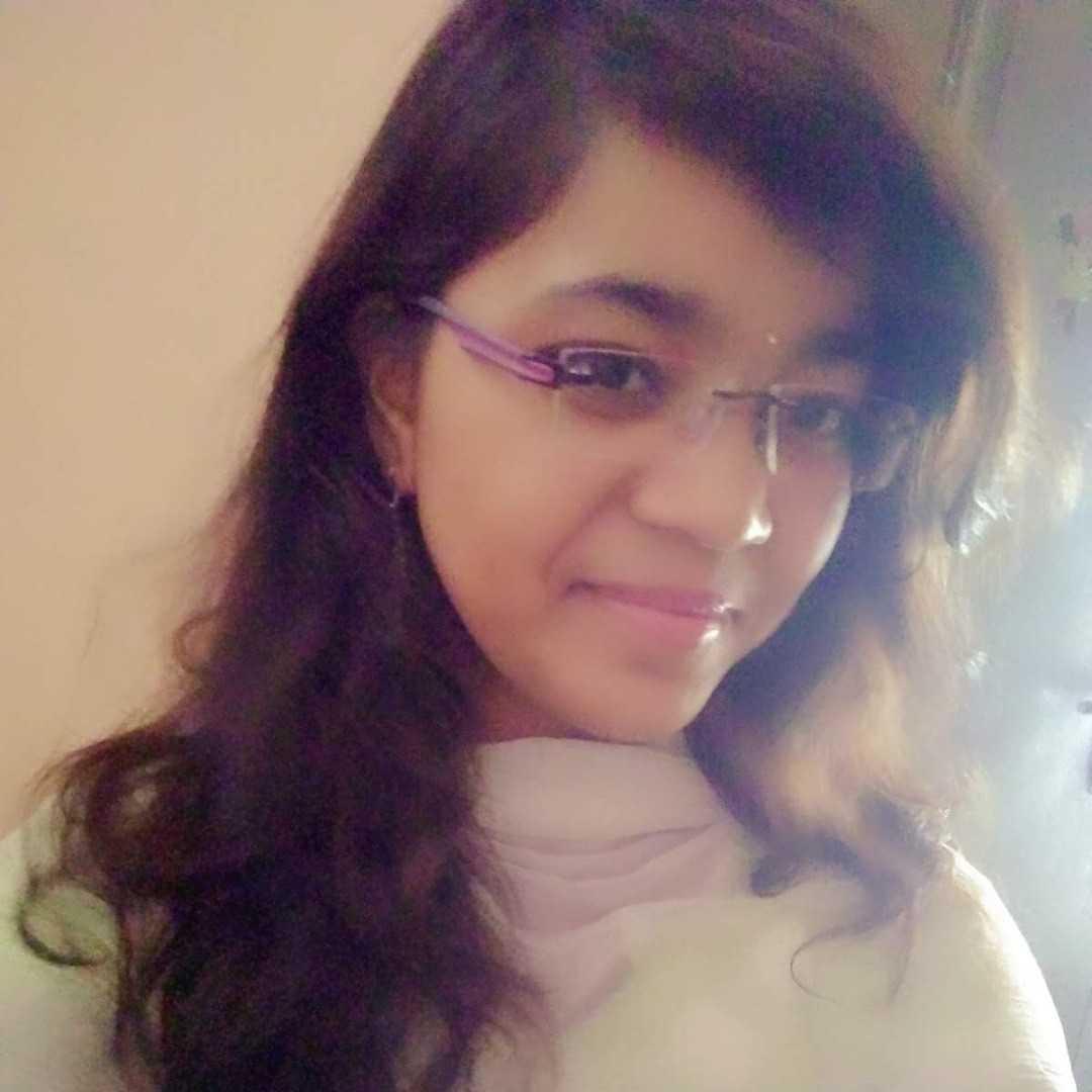 Aarthi Thakur Mere jazbaat mere labo se nahi panno se pata chalenge..✍🏻💫