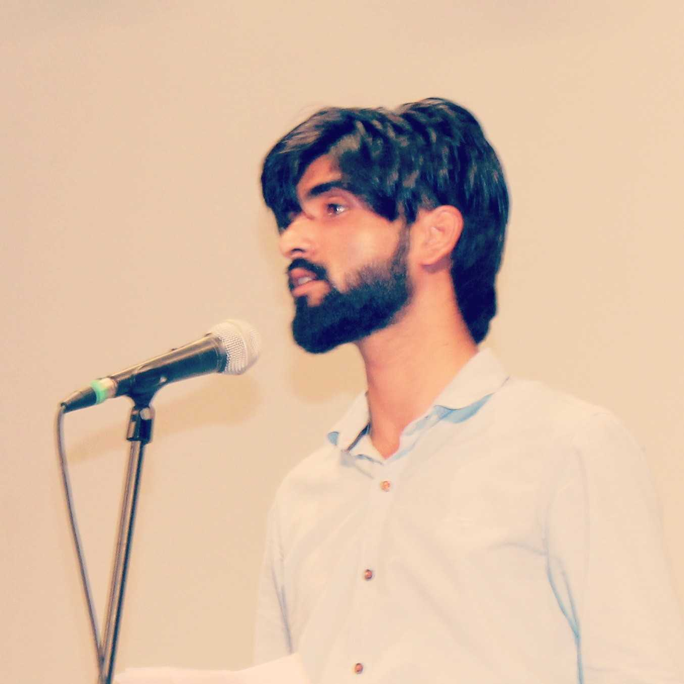 Tariq Azeem 'Tanha' Specially Write To In Urdu And Hindi. Writing Songs, Poems, Gazals, Nazms, Lyricist, Screenwriter, M