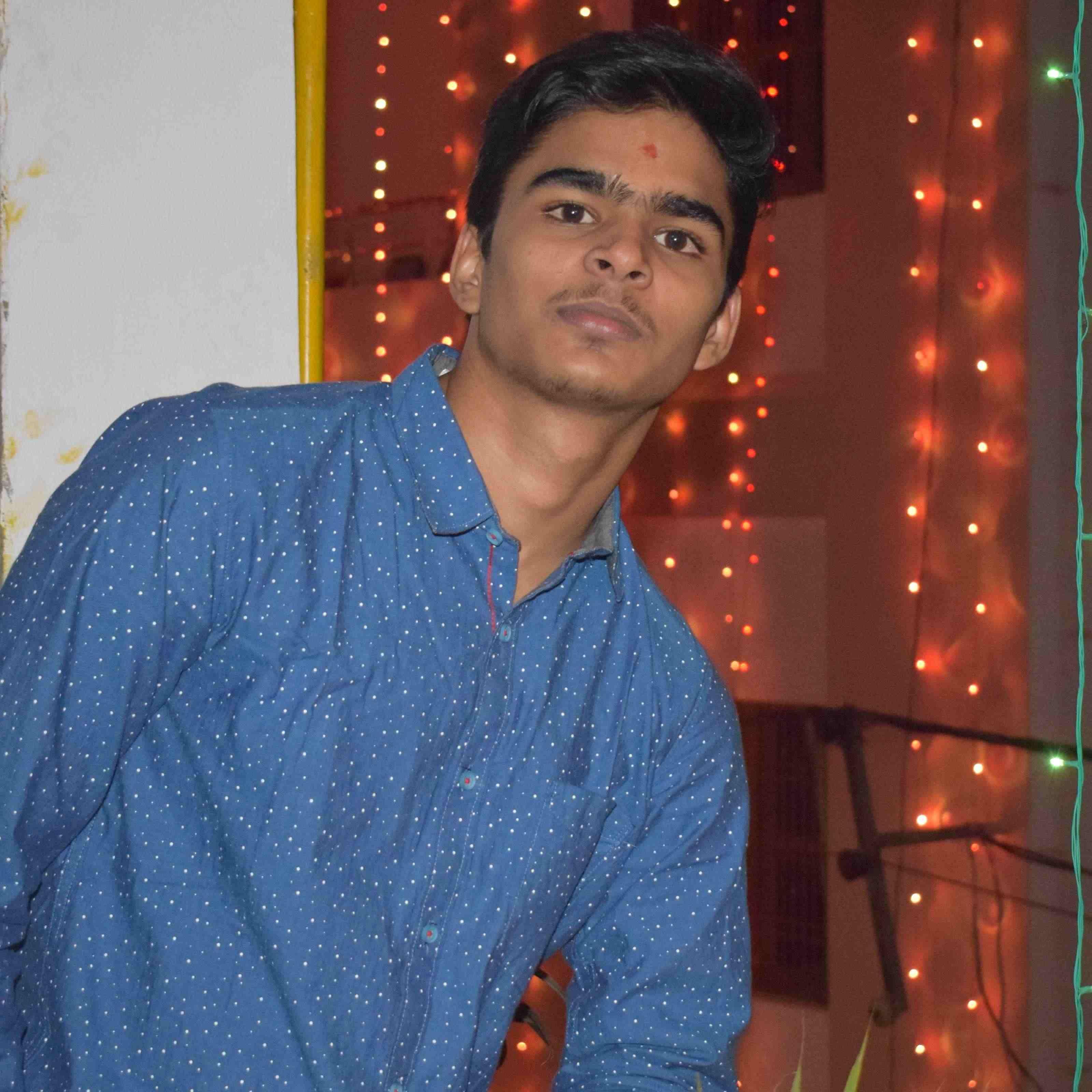 "Nikhil Srivastava dilo pe raj karta ho, dosto ki jaan kehlata ho, sachi baat krta ho. Follow me on insta ""nik_7275"""