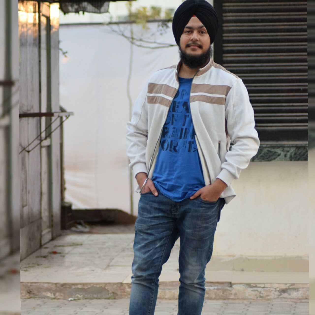 Meharpreet Singh Love singing songs....writing what comes in my mind