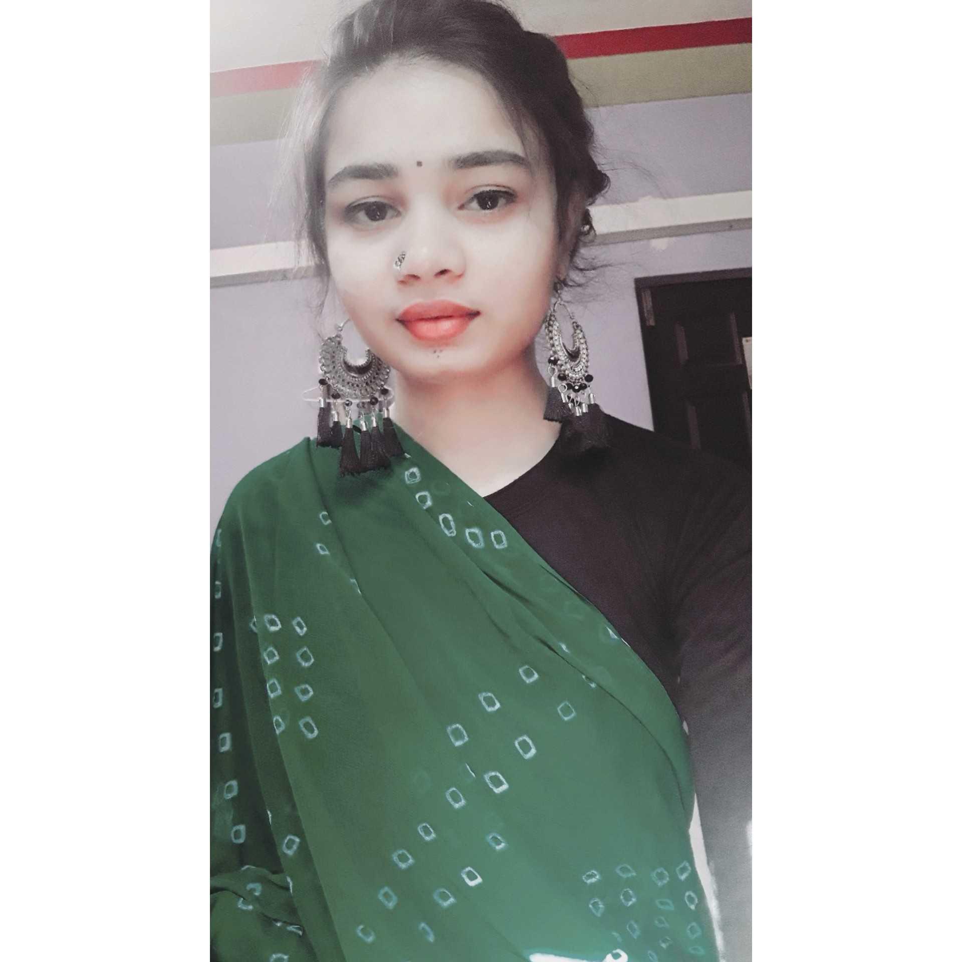 eshh.. kuch khas nahi likhti bs kuch zakham bhar deti hun aur kabhi zakham de deti hun❤