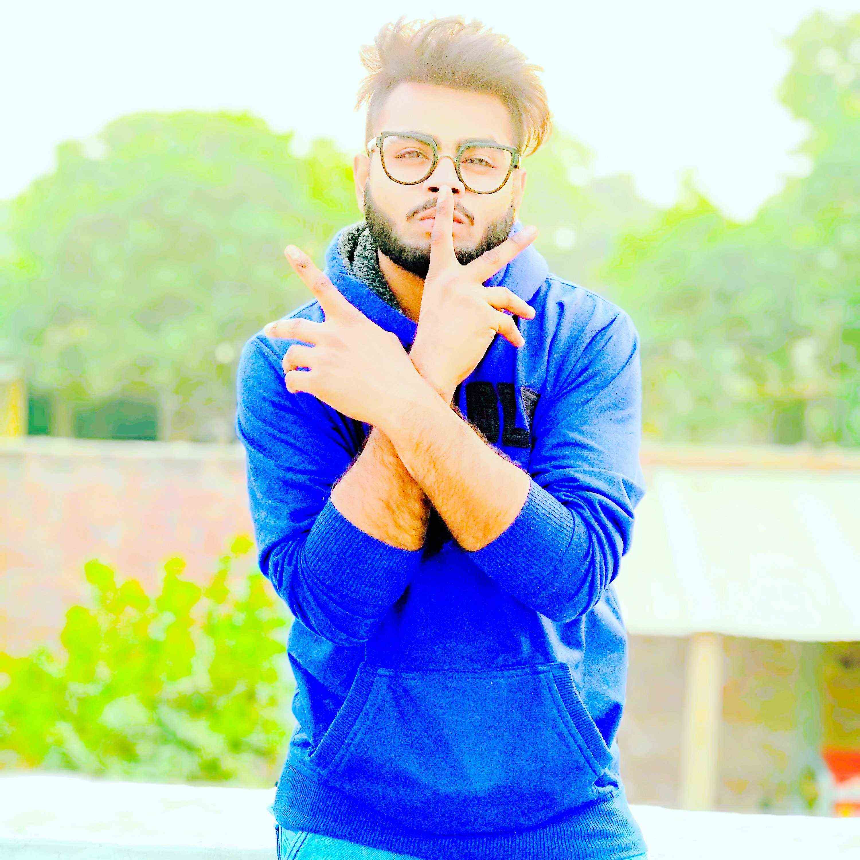 Abhi SolanKi I m a Dancer, Lyricist, Rapper and Poet Too. MtlB MultiTalented Hoon To Follow Karona Fir